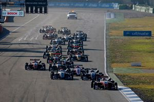 Start, Guanyu Zhou, PREMA Theodore Racing Dallara F317 - Mercedes-Benz lider