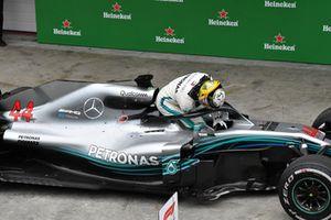 Lewis Hamilton, Mercedes-AMG F1 W09 EQ Power+ fête sa victoire dans le Parc Fermé