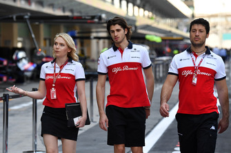 Antonio Giovinazzi, Sauber and Ruth Buscombe, Sauber Race Strategist