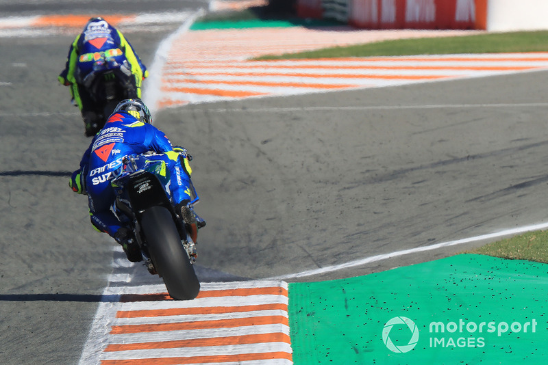 Валентино Россі, Yamaha Factory Racing, Алекс Рінс, Team Suzuki MotoGP