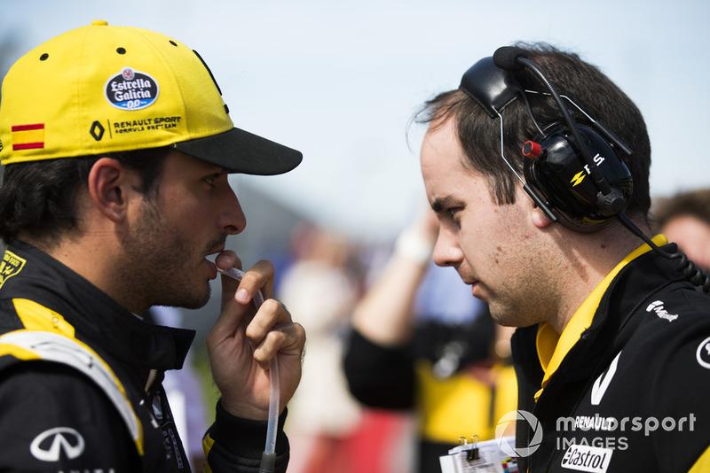 Carlos Sainz Jr., Renault Sport F1 Team, en la parrilla