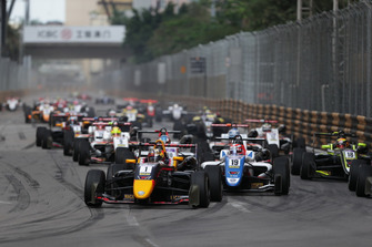 Start action, Dan Ticktum, Motopark Academy leads