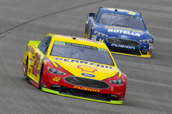 Joey Logano, Team Penske, Ford Fusion Shell Pennzoil and Michael McDowell, Front Row Motorsports, Ford Fusion Speedco/Rotella