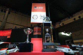 ル・マン24時間とWRCチャンピオンのトロフィー