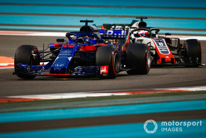Brendon Hartley, Toro Rosso STR13 devant Romain Grosjean, Haas F1 Team VF-18