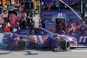 Denny Hamlin, Joe Gibbs Racing, Toyota Camry FedEx Ground pit stop