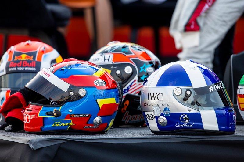 Les casques de Loic Duval et David Coulthard