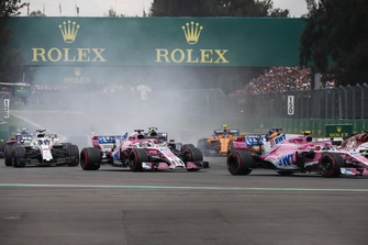 Esteban Ocon, Racing Point Force India VJM11, Sergio Perez, Racing Point Force India VJM11 and Lance Stroll, Williams FW41 battle at the start of the race