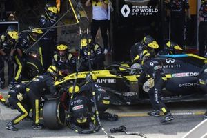 Daniel Ricciardo, Renault F1 Team R.S.20, in the pit