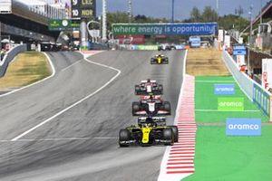 Daniel Ricciardo, Renault F1 Team R.S.20, leads Kevin Magnussen, Haas VF-20, and Kimi Raikkonen, Alfa Romeo Racing C39