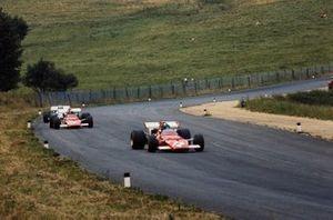 Жаки Икс, Ferrari 312B впереди своего партнера по команде Клея Регаццони