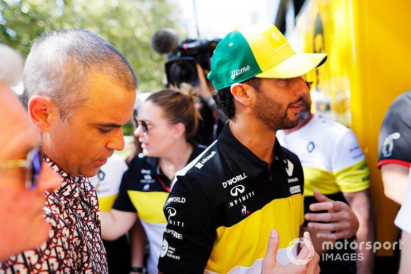 Il cantante Robbie Williams con Daniel Ricciardo, Renault F1 Team