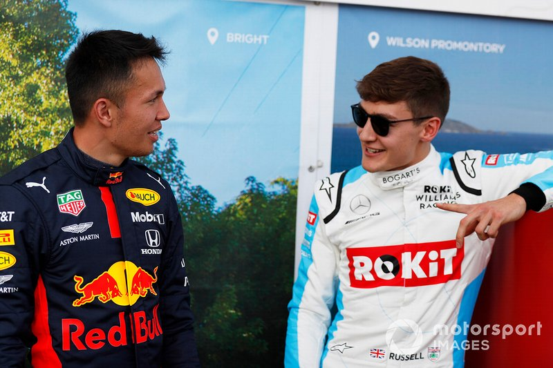 Alex Albon, Red Bull Racing, y George Russell, Williams Racing
