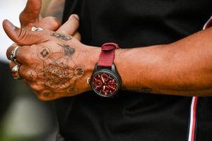 Lewis Hamilton, Mercedes-AMG Petronas F1, hand tattoos
