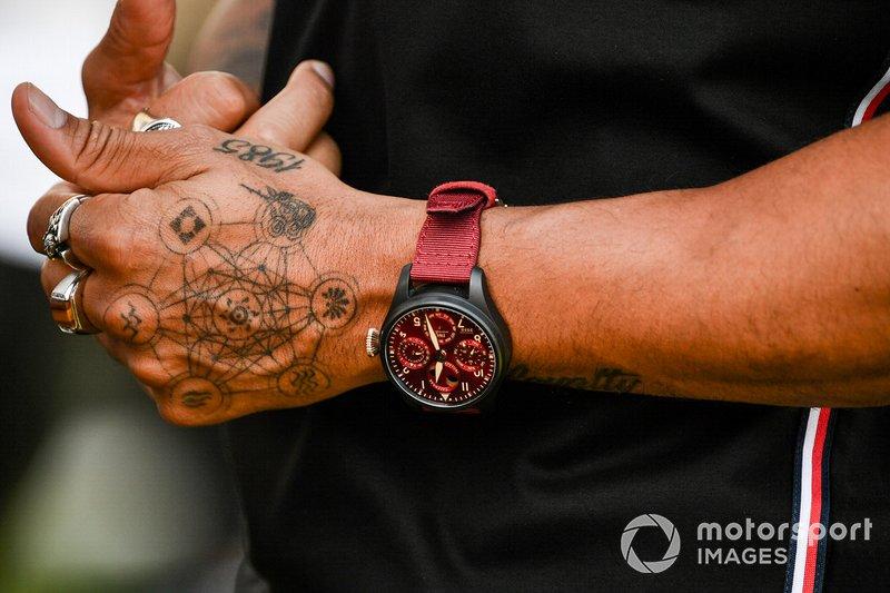 I tatuaggi sulle mani di Lewis Hamilton, Mercedes-AMG Petronas F1