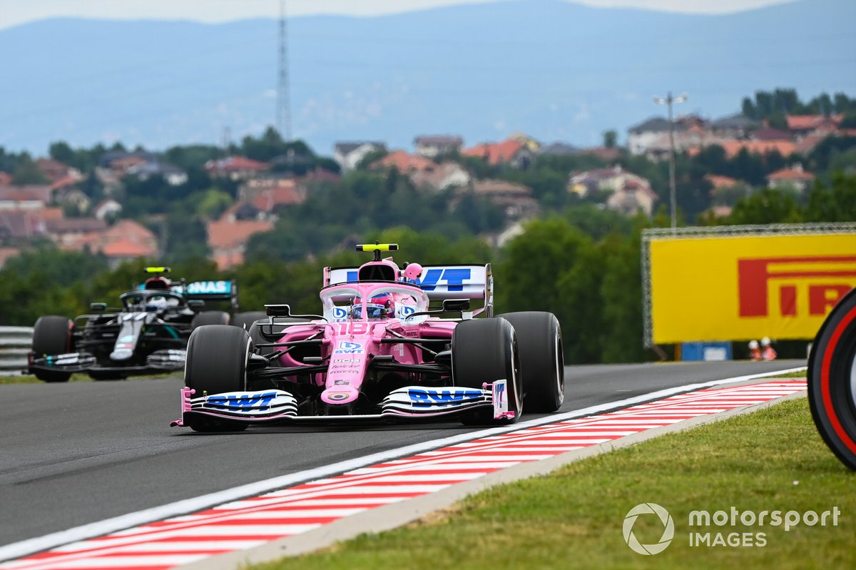 Lance Stroll, Racing Point RP20, precede Valtteri Bottas, Mercedes F1 W11