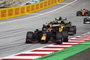 Alex Albon, Red Bull Racing RB16 and Esteban Ocon, Renault F1 Team R.S.20