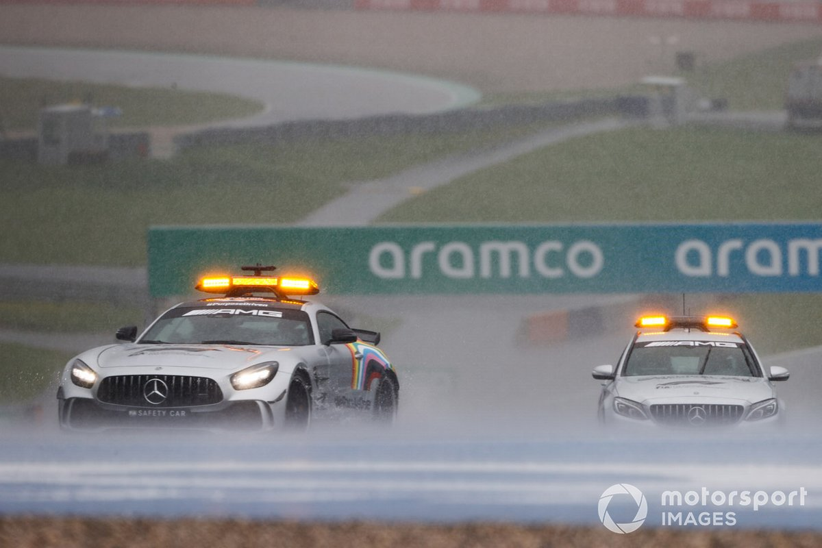 El Safety Car y el coche médico en la lluvia del Red Bull Ring