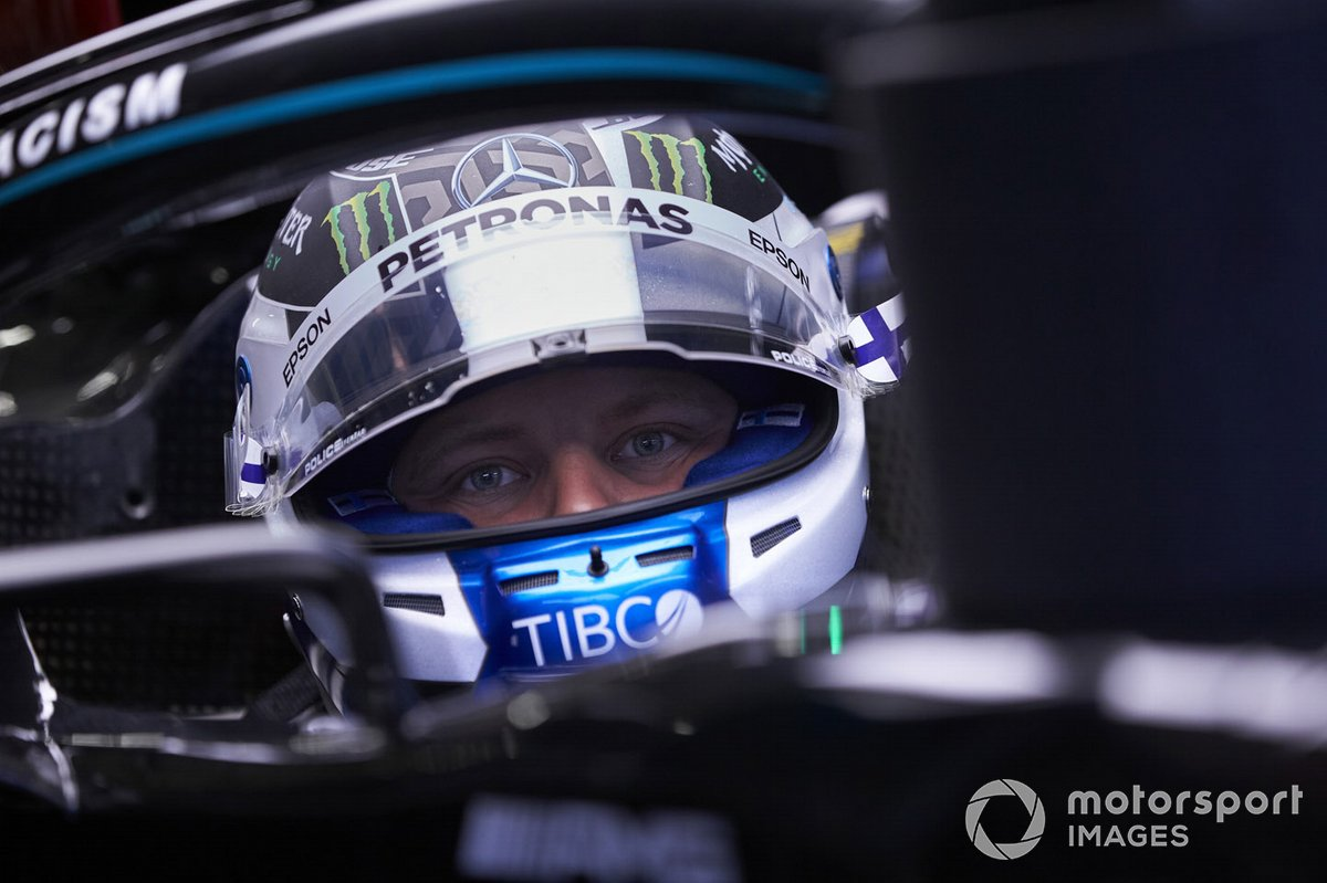 Valtteri Bottas, Mercedes-AMG Petronas F1 in the garage