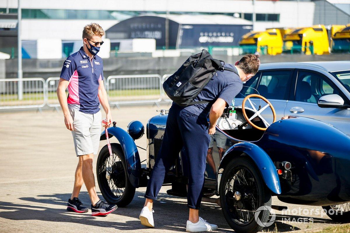 Nico Hulkenberg, en el parking