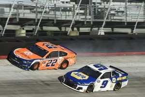 Choque de Joey Logano, Team Penske Ford, Chase Elliott, Hendrick Motorsports Chevrolet