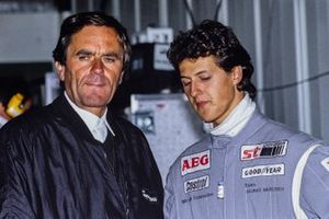 Michael Schumacher, Mercedes-Benz C11, con el director del equipo, Jochen Neerpasch
