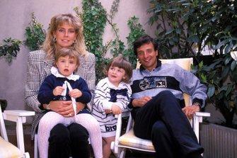 Riccardo Patrese mit Ehefrau Suzy und Töchtern
