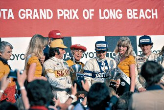 Podium: race winner Nelson Piquet, Brabham, second place Riccardo Patrese, Arrows, third place Emerson Fittipaldi