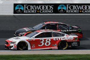 Джон Хантер Немечек, Front Row Motorsports, Ford Mustang и Даниэль Суарес, Gaunt Brothers Racing, Toyota Camry