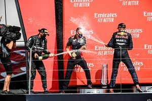 Race winner Max Verstappen, Red Bull Racing and Lewis Hamilton, Mercedes AMG F1 celebrate on the podium with the champagne