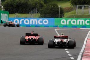 Lando Norris, McLaren MCL35, Sebastian Vettel, Ferrari SF1000, en Antonio Giovinazzi, Alfa Romeo Racing C39