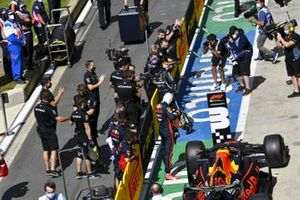 Lewis Hamilton, Mercedes-AMG F1, celebrates with his team after securing pole