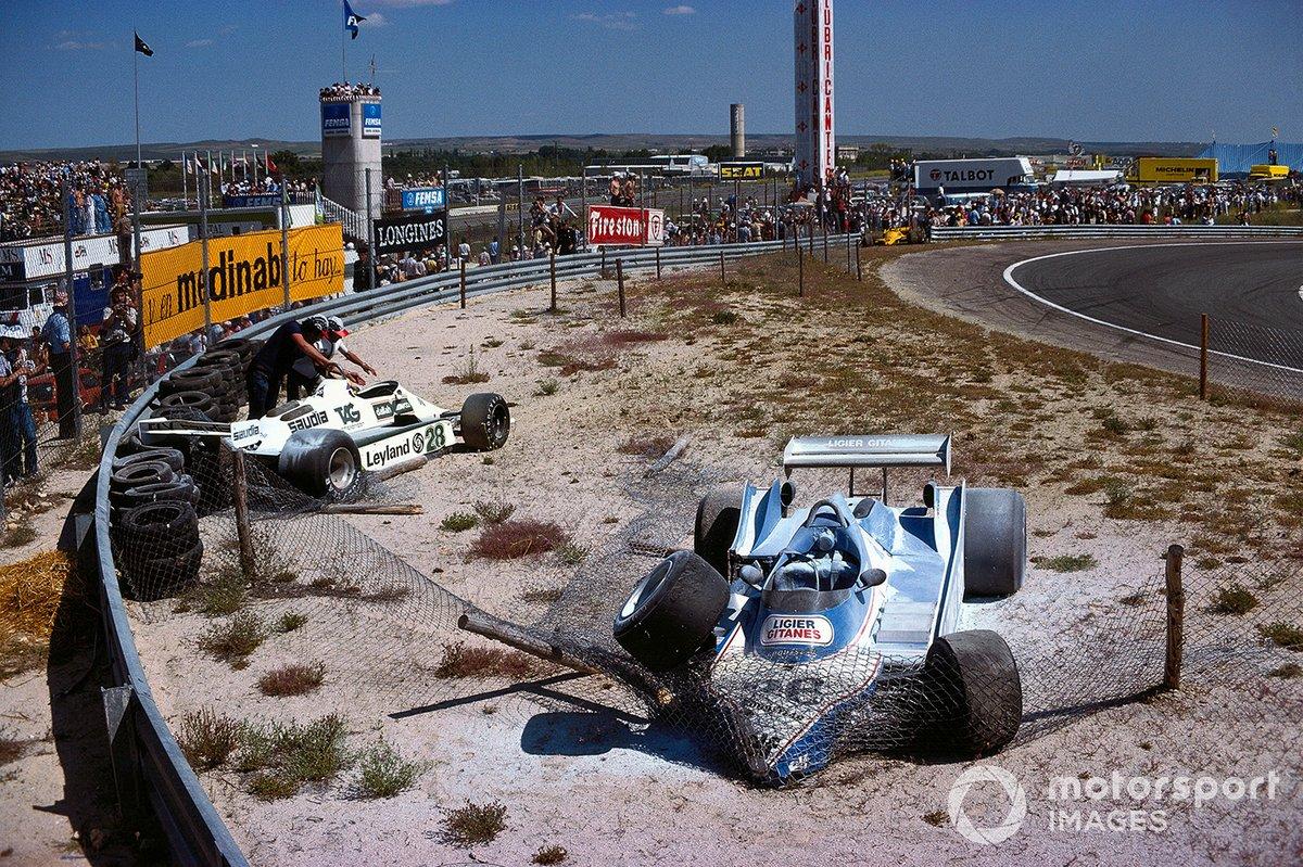 …после чего, утратив контроль, Жак не смог избежать столкновения с Рейтеманом. Всего за несколько секунд гонка потеряла обоих лидеров