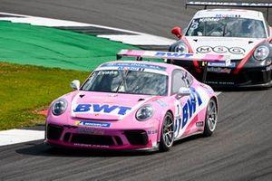 Jaxon Evans, BWT Lechner Racing, leads Leon Kohler, Lechner Racing Middle East