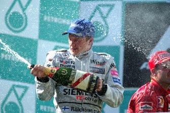 Podium : le vainqueur Kimi Räikkönen, McLaren