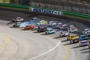 Cole Custer, Stewart-Haas Racing, Ford Mustang takes the lead in the last lap
