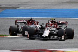 Antonio Giovinazzi, Alfa Romeo Racing C39, leads Kimi Raikkonen, Alfa Romeo Racing C39