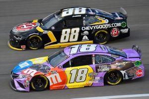Kyle Busch, Joe Gibbs Racing, M&M's Fudge Brownie Toyota Camry, Alex Bowman, Hendrick Motorsports, ChevyGoods.com/NOCO Chevrolet Camaro