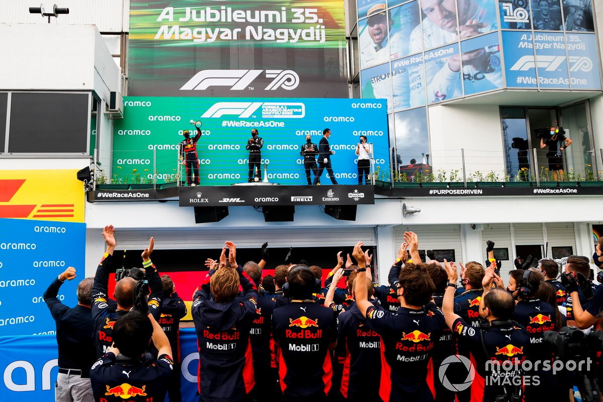 Max Verstappen, Red Bull Racing, 2nd position, Lewis Hamilton, Mercedes-AMG Petronas F1, 1st position, Valtteri Bottas, Mercedes-AMG Petronas F1, 3rd position, and Peter Bonnington, Race Engineer, Mercedes AMG, on the podium