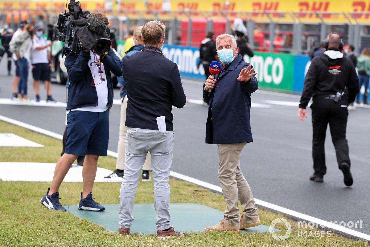Simon Lazenby, Sky TV, e Johnny Herbert, Sky TV, sulla griglia