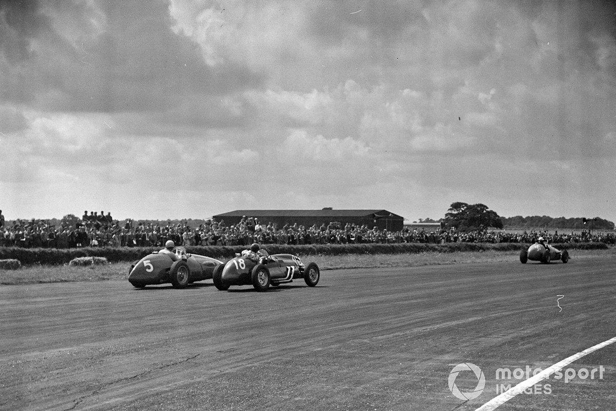 Пример Сильверстоуна, где для проведения Гран При приспособили бывший военный аэродром, вдохновил энтузиастов гонок по всей Европе