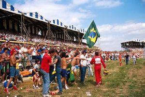 Ayrton Senna, McLaren walks back
