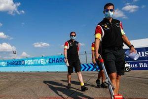 Membri del team Nissan e.Dams in pista