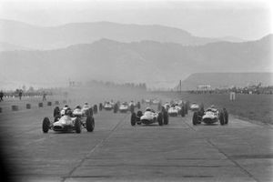 Dan Gurney, Brabham BT7 Climax, leads Lorenzo Bandini, Ferrari 156 Aero, John Surtees, Ferrari 158, Jochen Rindt, Brabham BT11 BRM, and the rest of the field at the start