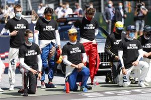 Daniil Kvyat, AlphaTauri, Romain Grosjean, Haas F1, Carlos Sainz Jr., McLaren, Lando Norris, McLaren, Charles Leclerc, Ferrari, Esteban Ocon, Renault F1, Nicholas Latifi, Williams Racing, and George Russell, Williams Racing, on the grid prior to the start in support of the End Racism campaign
