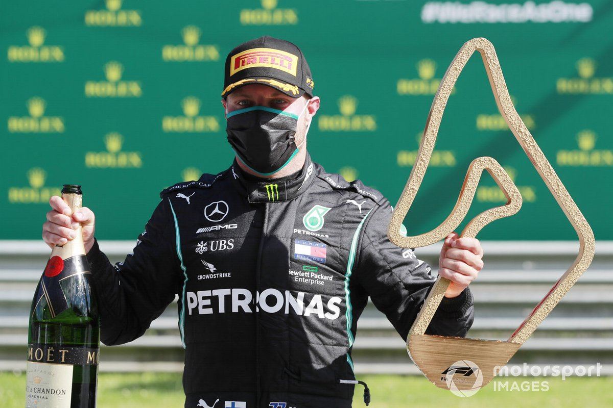 Valtteri Bottas, Mercedes-AMG Petronas F1, celebrates with his champagne and trophy on the podium