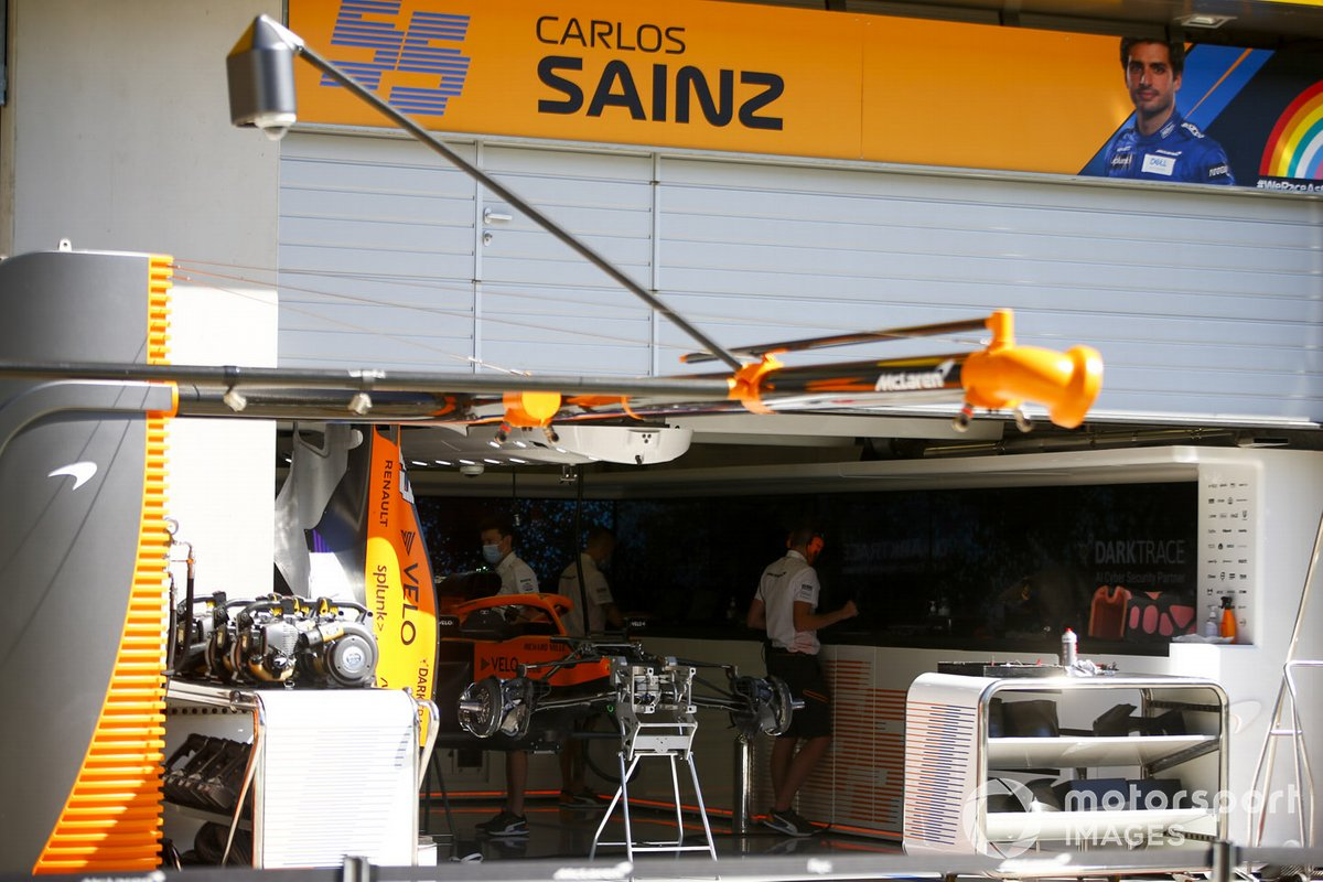 Garage of Carlos Sainz Jr., McLaren MCL35