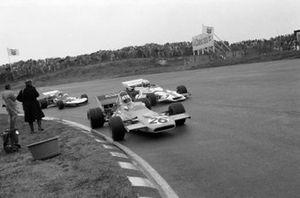 Denny Hulme, McLaren M19A, Jo Siffert, BRM P160, Rolf Stommelen, Surtees TS9