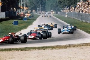 Ignazio Giunti, Ferrari 312B leads Jack Brabham, Brabham BT33 Ford, Jean-Pierre Beltoise, Matra MS120, François Cevert, March 701 Ford and Henri Pescarolo, Matra MS120