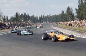 Peter Gethin, McLaren M14A Ford, Henri Pescarolo, Matra MS120 y François Cevert, March 701 Ford